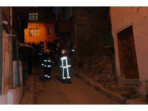 Beyoğlu'nda 2 katlı bina çöktü