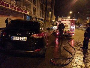 Otomobili Benzin Döküp Ateşe Verdiler