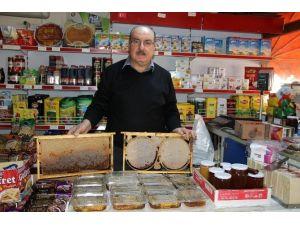 Market Sahibinden Müşterilerine Katkısız Doğal Bal