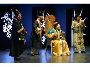 """""""Turandot Ve Aklayıcılar Kongresi"""" Tiyatroseverlerle Buluştu"""