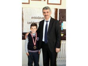 Suriyeli Çocuk İstiklal Marşını Ezbere Okuyor