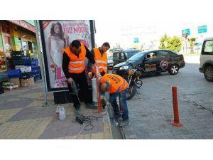 Mustafa Kemal Caddesinde Asma Çöp Kovaları Kuruluyor