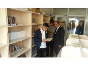 Öğrenciler Kütüphane Kurdu