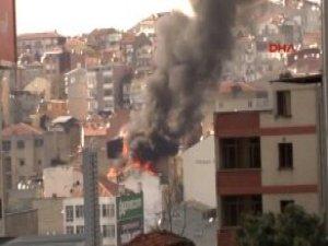 Şişli'de 2 Binanın Çatısı Alev Alev Yanıyor