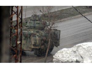 Tanklar Eski Kışla Mahallesine Girdi