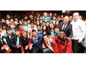 Tofaş'ın gençleri Koç Ortaokulu'nda öğrencilerle buluştu