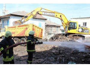 Beyşehir'de İki Ev Yanarak Kül Oldu
