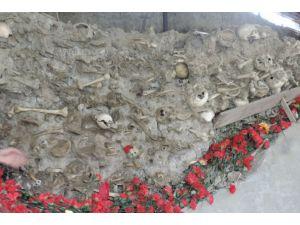 Azerbaycan'da 31 Mart Katliamı'nın kurbanları anılıyor