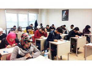 Suriyeli öğrenciler ÇUÖS'e ücretsiz girebilecek
