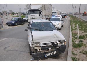 İnegöl'de İki Kazada Üç Kişi Yaralandı