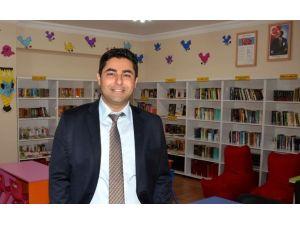 Diş Hekiminden Mezun Olduğu Okula Kütüphane