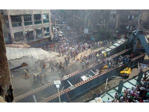 Hindistan'da Üst Geçit Çöktü: En Az 10 Ölü