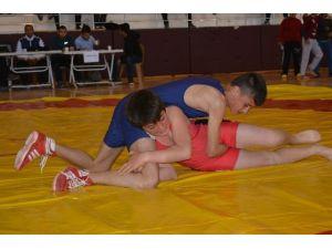Demre'de Minder Güreş Turnuvası Düzenlendi