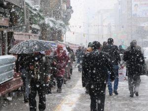 Van'da Lapa Lapa Kar Yağışı