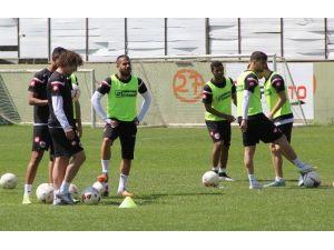 Lider Adanaspor, Karşıyaka Maçı Hazırlıklarını Sürdürüyor