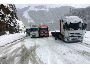 Zigana Dağı'nda Ulaşıma Kar Engeli