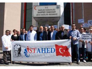 Sağlık Merkezine Gerçekleşen Silahlı Saldırıyı Sağlıkçılar Protesto Etti