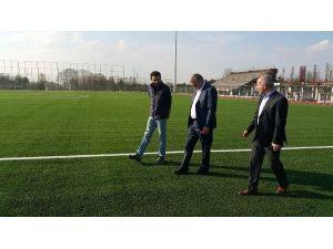 Başkan Toçoğlu Akyazı Spor Tesisleri'nde Devam Eden Çalışmaları İnceledi