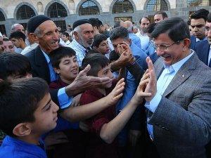 Sur'daki vatandaşlar Başbakan Davutoğlu'nu bekliyor