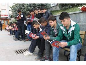 Akdağmadeni İlçesinde Öğrenciler Kitap Okudu
