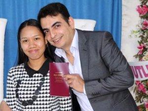 Konyalı Genç Facebook'tan Tanıştığı Filipinli Kızla Evlendi