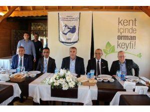 Başkan Toçoğlu Futbol Hakemleri Ve Gözlemcileri Derneği Üyeleri İle Bir Araya Geldi