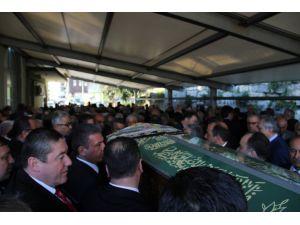 Kemal Anadol'un annesi Emine Güven son yolculuğuna uğurlandı