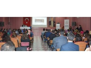Başbakan Davutoğlu'ndan Aday Öğretmenlerle Sohbet Etti