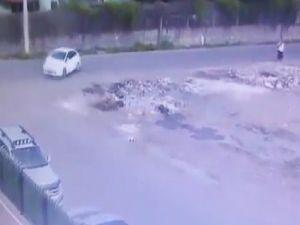 Bombalı Aracın Bırakılma Anı Güvenlik Kamerası Tarafından Kaydedildi