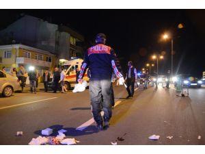 Ankara'da otomobil yayalara çarptı: 2 yaralı
