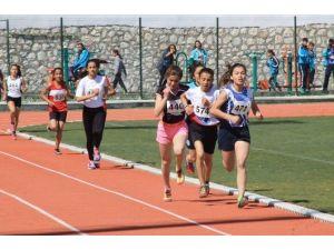 Atletizmde Osmaniyeli Sporcular Başarıya Koştu