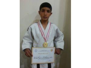 Vanlı Judocudan Altın Madalya