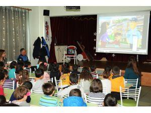 Polisten anaokulu öğrencilerine çizgi filmli trafik eğitimi