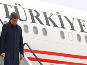 Başbakan Davutoğlu Diyarbakır'da Pankartlarla Karşılandı