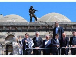 Davutoğlu, Sur'da Konuştu