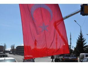 Kars'ta Teröre Bayraklı Tepki