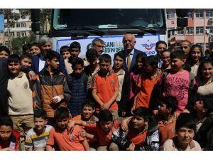 Öğrencilerden Bayırbucak Türkmenlerine Gıda Yardımı