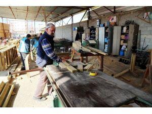 Erdemli Belediyesi Marangoz Atölyesi Fabrika Gibi Çalışıyor