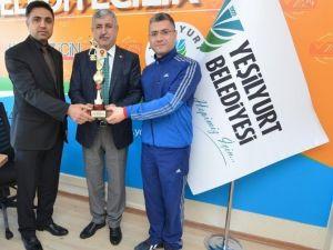 Şampiyonluk Kupası, Başkan Polat'a Hediye Edildi