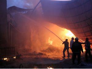 Bursa'daki yangında bir çok ev ve buzhane kül oldu