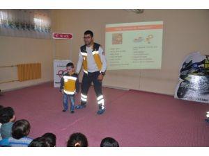 112 Ekibinden Miniklere Yaşama Yol Ver Eğitimi