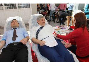 Aday Öğretmenlerden Kızılay'a Kan Bağışı