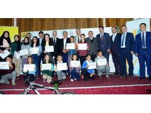 Büyükşehir Okuyan Öğrencileri Ödüllendirdi