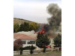 Askeri alanda çıkan yangın paniğe yol açtı