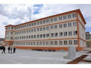 Kaymakam, İnşaatı Tamamlanan Okulu İnceledi
