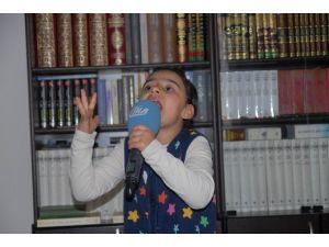 Davutoğlu, İstiklal Marşı'nı Ezbere Okuyan Minik Kübra'yı Ankara'ya Davet Etti