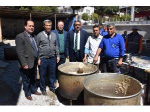İsabeyli Mahallesinde Belediye Çalışanları Keşkek Hayrı Düzenledi