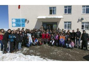Yıldızlı Öğrencilerden Ardahan'lı Minik Kalplere Destek
