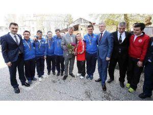 Başkan Karaosmanoğlu, Özel Öğrencileri Ziyaret Etti