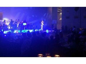 Ebru Gündeş Antalya'da Sahne Aldı
